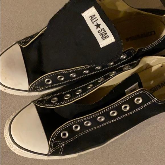 Uses men's 12 converse.. no laces